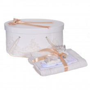 Set elegant trusou botez, cutie trusou si lumanare personalizata cu nume, decor dantela Crem, Denikos® 941