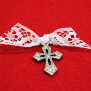 Cruciulite botez elegante cu strasuri si dantela bc11dd