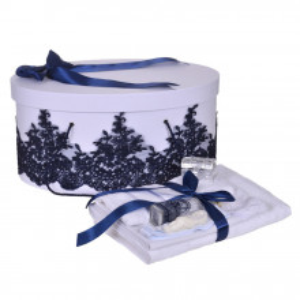 Set elegant trusou botez, cutie trusou si lumanare personalizata cu nume, decor dantela Bleumarin, Denikos® 936