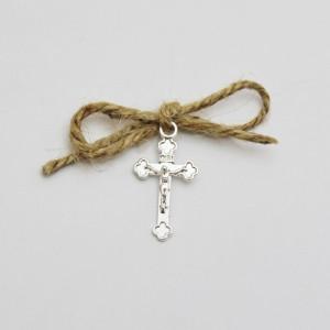 Set 50 cruciulite botez cu snur iuta si cutie cadou tema rustica CC-011