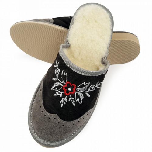 Papuci de Casa din Piele si Lana de Oaie Culoare Crem/Rosu Model 'London Brogue New Perspective'
