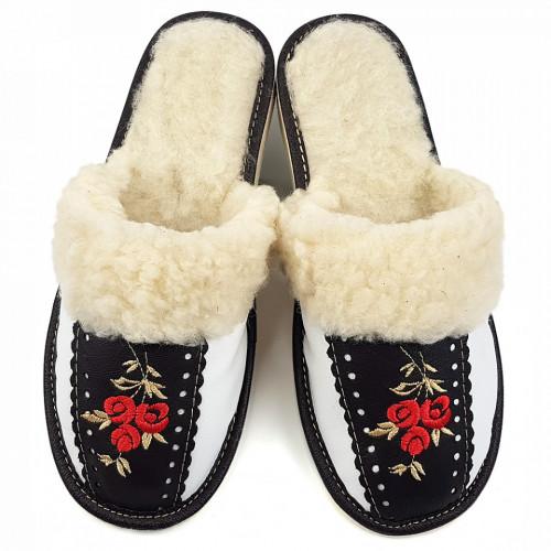 Papuci de Casa Dama Imblaniti cu Lana de Oaie Model 'Root Traditions'