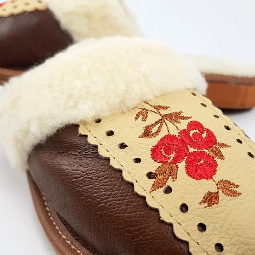 Papuci de Casa din Piele si Lana de Oaie Culoare Rosu Model 'Traditions Mythology'