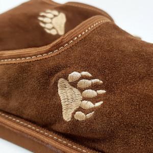 Papuci de Casa din Piele si Lana de Oaie Culoare Maro Model 'Atingerea Ursului'
