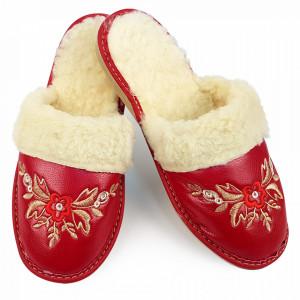 Papuci de Casa din Piele si Lana de Oaie Culoare Rosu Model 'Poezie Florala'