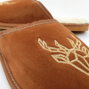 Papuci de Casa din Piele Imblaniti cu Lana de Oaie Culoare Maro Model 'Carpathian Mood'