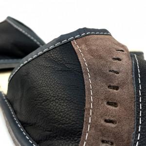 Papuci de Casa din Piele Imblaniti cu Lana de Oaie, Culoare Negru Model 'Dual Perspective'