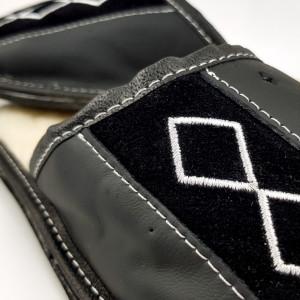 Papuci de Casa din Piele Imblaniti cu Lana de Oaie, Culoare Negru Model 'Geometric Aproch'