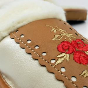 Papuci de Casa din Piele si Lana de Oaie Culoare Rosu Model 'Traditions Mythology' Creamy