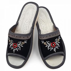 Papuci de Casa Vara din Piele Intoarsa Culoare Negru Model 'Velvet Garden'