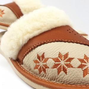 Papuci de Casa Dama Imblaniti cu Lana de Oaie Model 'Spirit of Winter' Creamy