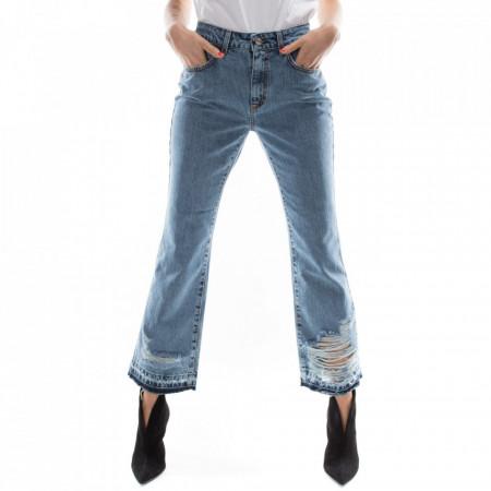 jeans-strappato-a-zampa-invernale