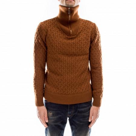 Outfit-maglione-collo-alto-marrone