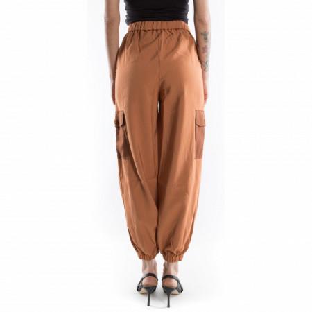 pantaloni cargo con tasche laterali