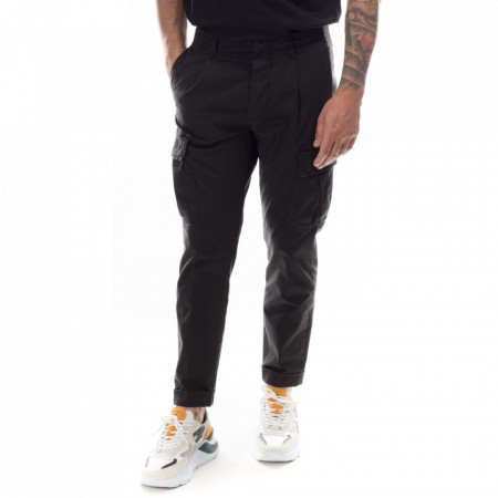 outfit-cargo-black-pants