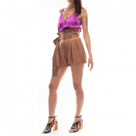 woman-brown-short-pants