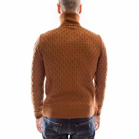 maglione-collo-alto-marrone-uomo