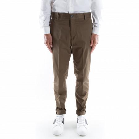 Outfit pantalone classico verde militare