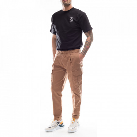 outfit-man-cargo-pants