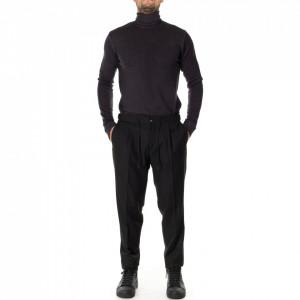 Outfit pantalone nero con pinces