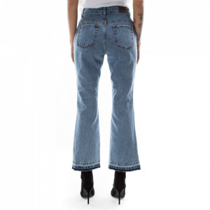 jeans-strappato-a-zampa-donna