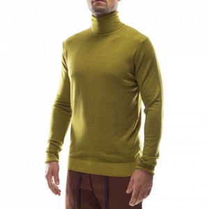 Outfit maglia sottogiacca collo alto verde
