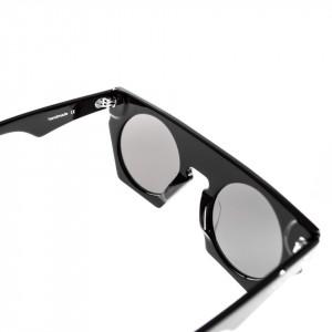 woman-retro-sunglasses