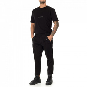 Outfit black chino pants