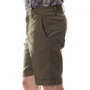 outfit-man-army-green-short-pants