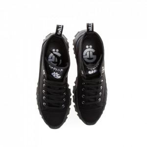 woman-sneakers-black-running