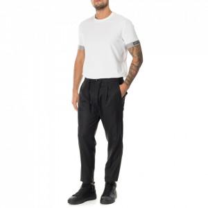 Outfit pantalone grigio con pinces