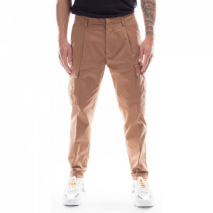 Outfit pantaloni cargo beige