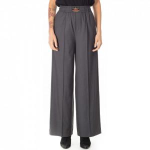 Isabelle-Blanche-pantalone-a-palazzo-grigio