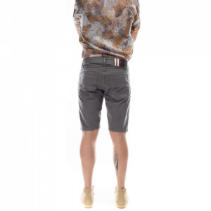 outfit-man-grey-short-pants