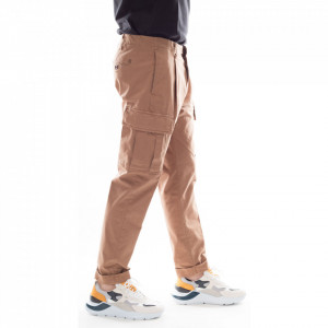 outfit-pantaloni-cargo-beige