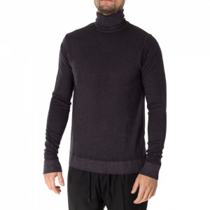 Outfit anthracite gray turtleneck sweater