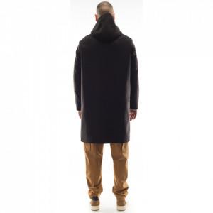 Outfit-cappotto-nero-con-cappuccio