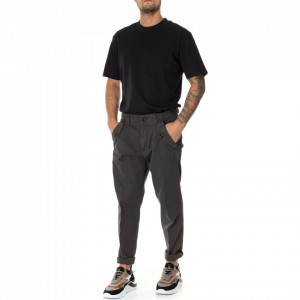 Outfit gray chino pants