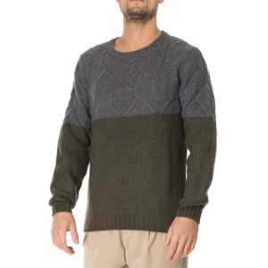 Outfit two-tone wool sweater