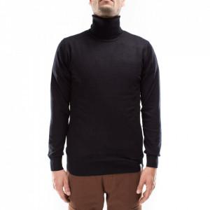 Outfit maglia a collo alto nera