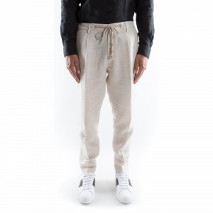 Outfit white linen trousers