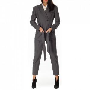 tailleur-grigio-ufficio