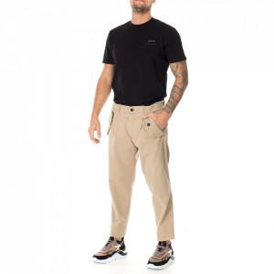 Outfit pantalone chino beige