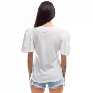 woman-white-t-shirt-large-sleeves