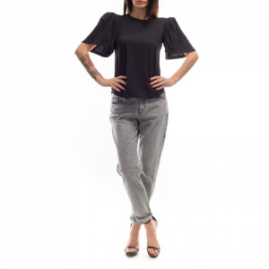 woman-black-t-shirt