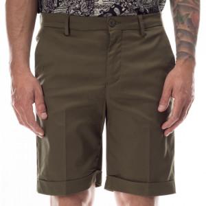 outfit-bermuda-cotone-verde-militare