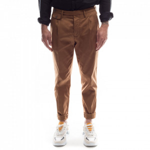 Outfit pantalone chino cacao