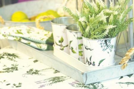 Set 3 ghivece albe cu suport dreptunghiular-model plante