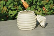 Recipient cu capac si lingura pentru miere
