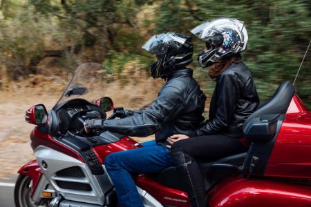 50R alacsony profilú motorkerékpár kommunikációs rendszer (Mesh 2 + Bluetooth 5)